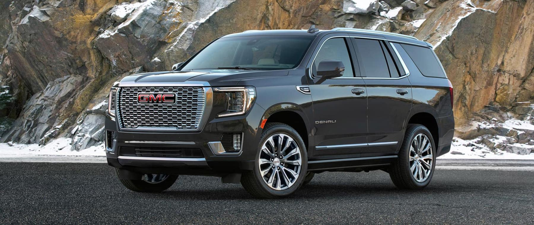 2021 GMC Yukon black on side road 3/4 angle