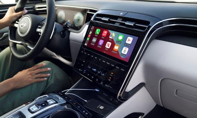 2022 Hyundai Tucson interior infotainment Apple CarPlay
