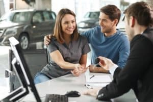 buying-car-in-dealership